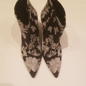 Zara trafaluc heeled boot ankle embroidered floral